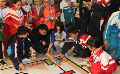张家口市第一届教育机器人大赛在新华书店成功举办